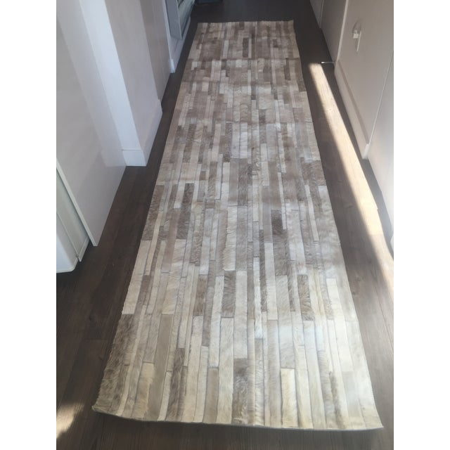 Handmade Argentinian Cowhide Patchwork Rug in Light Grey Patchwork - 2′11″ × 11′10″ For Sale - Image 4 of 4