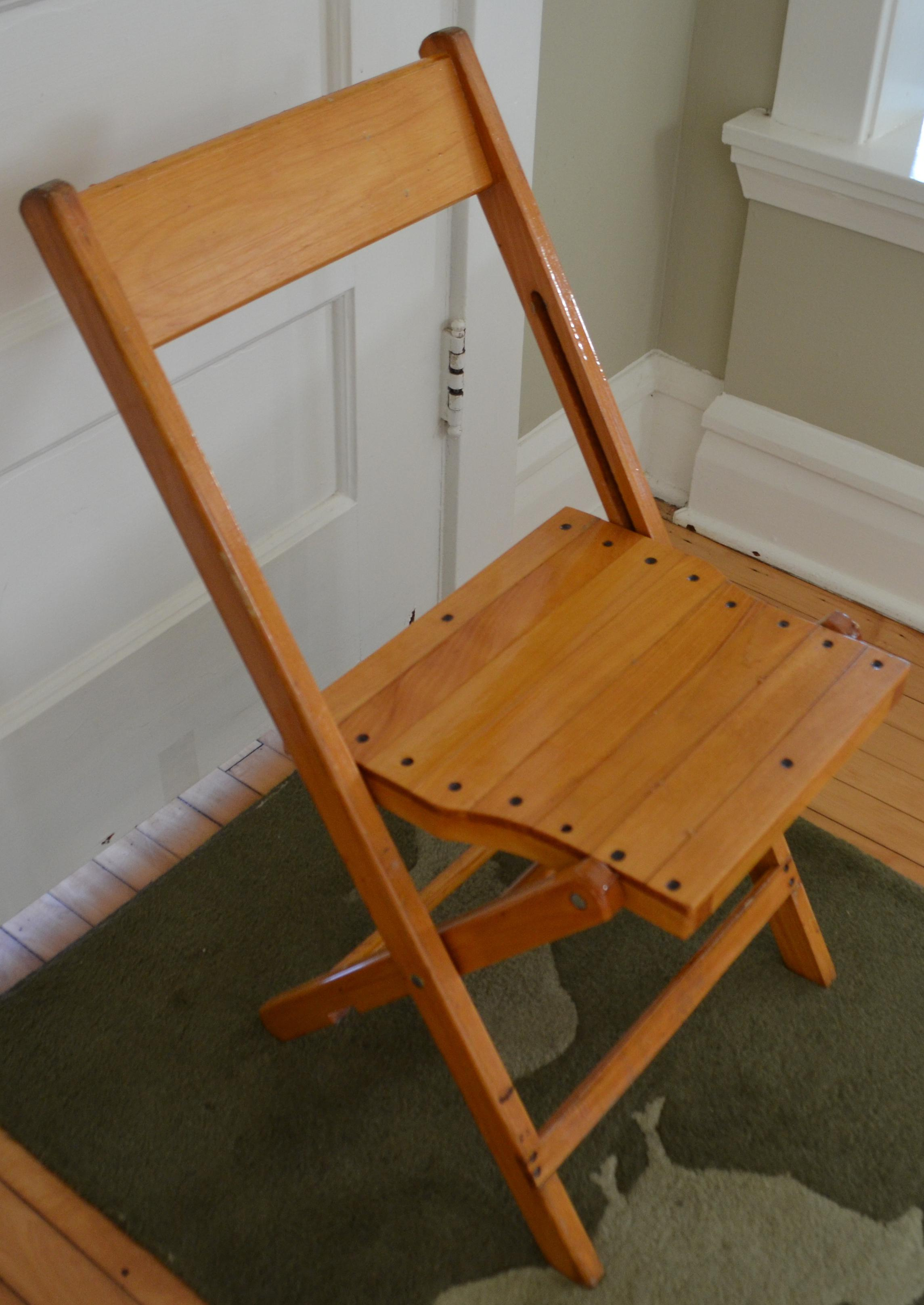 Set Of 4 Vintage Wood Folding Chairs; 35 Sets Available (Or 140 Chairs)