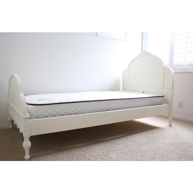 Huntley Furniture Twin Bed Shabby Chic French Provincial Vintage - Image 7 of 7