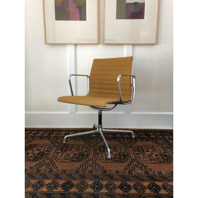 Eames Aluminum Group Side Chair For Sale - Image 11 of 11