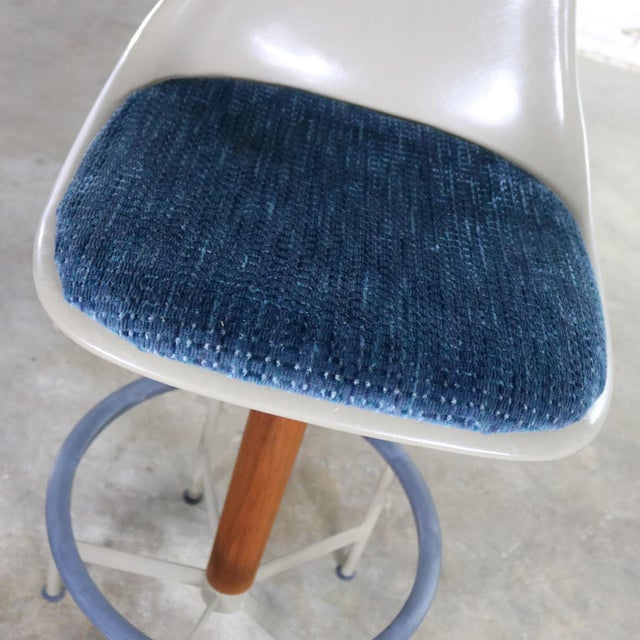 Pair of Burke Swivel Bar Stools Mid Century Modern Fiberglass Shell and Upholstered Seat Pads For Sale - Image 11 of 13