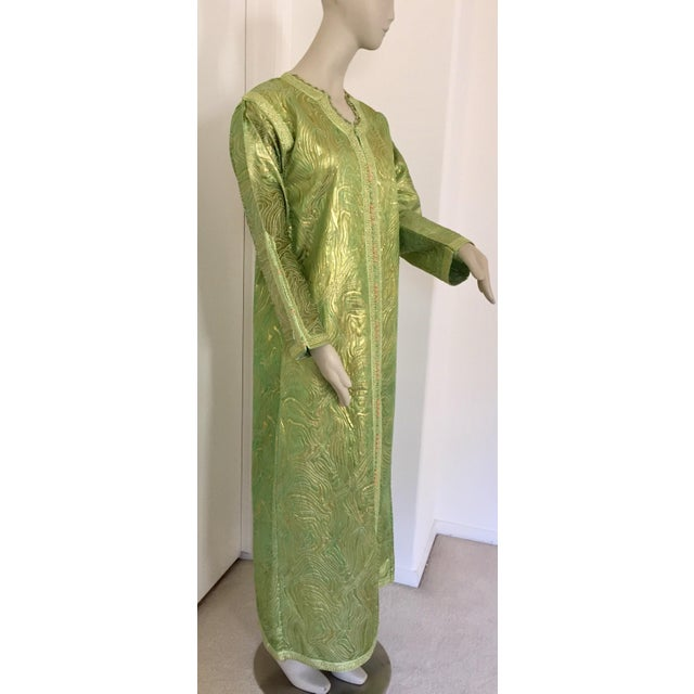 Moroccan Kaftan in Green and Gold Brocade Metallic Lame For Sale - Image 12 of 12