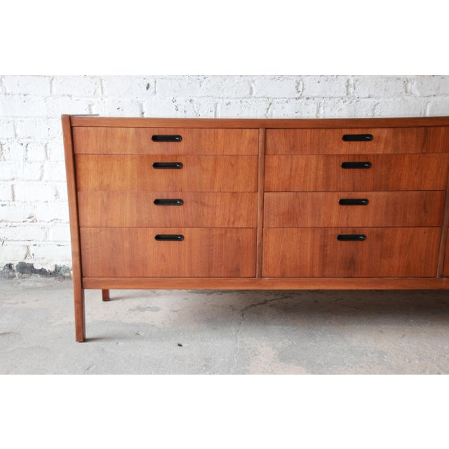 Founders Furniture Company Mid-Century Modern Walnut Twelve-Drawer Dresser or Credenza by Founders For Sale - Image 4 of 13