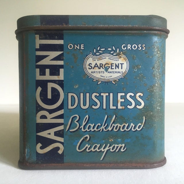 """Rare Vintage 1930's """"Sargent Dustless Blackboard Crayons Brooklyn New York"""" Lithograph Print Tin Box For Sale In Kansas City - Image 6 of 11"""