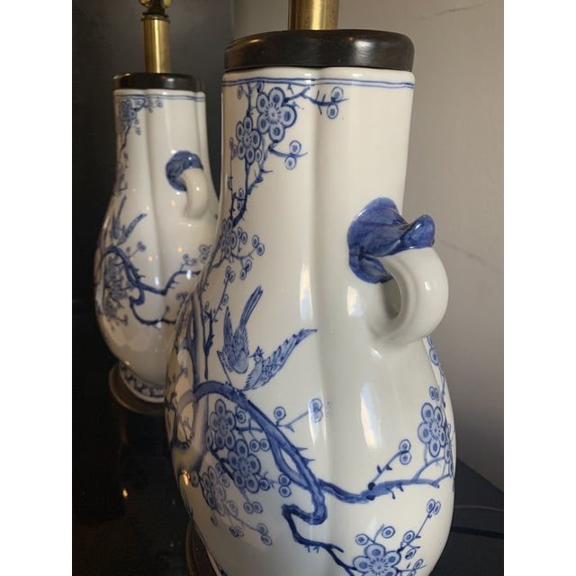 Chinoiserie Mid-Century Frederick Cooper Chinoiserie Blue & White Porcelain Lamps - a Pair For Sale - Image 3 of 12