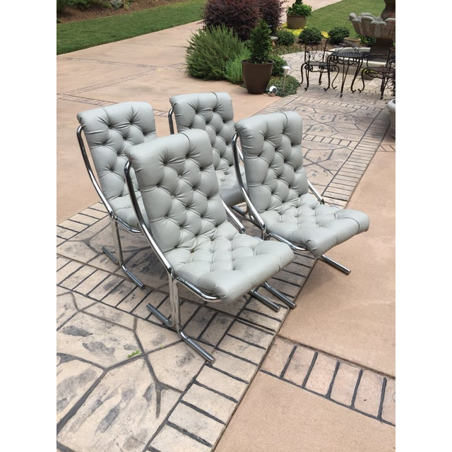 1970s Mid-Century Modern Chrome and Dove Gray Vinyl Chairs - Set of 4 For Sale - Image 4 of 4