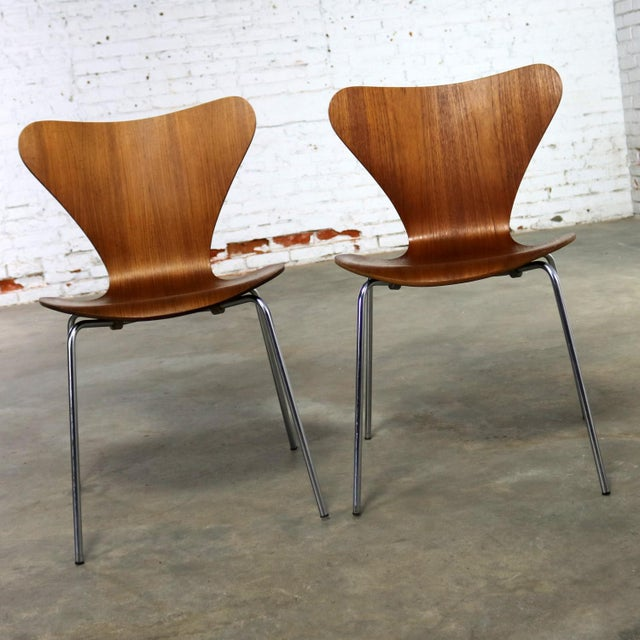 Late 20th Century Series 7 Chairs by Arne Jacobsen for Fritz Hansen Vintage MCM Molded Teak a Pair For Sale - Image 5 of 13
