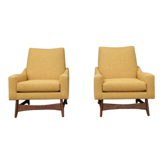 Kroehler Pair of Walnut Lounge Chairs