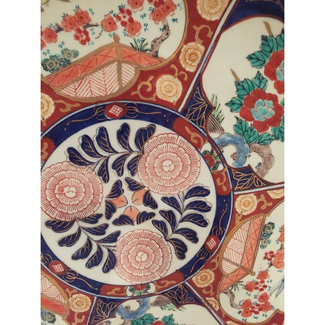 Oversized Vintage Chinoisoire Hand-Painted Imari Porcelain Charger For Sale - Image 4 of 10