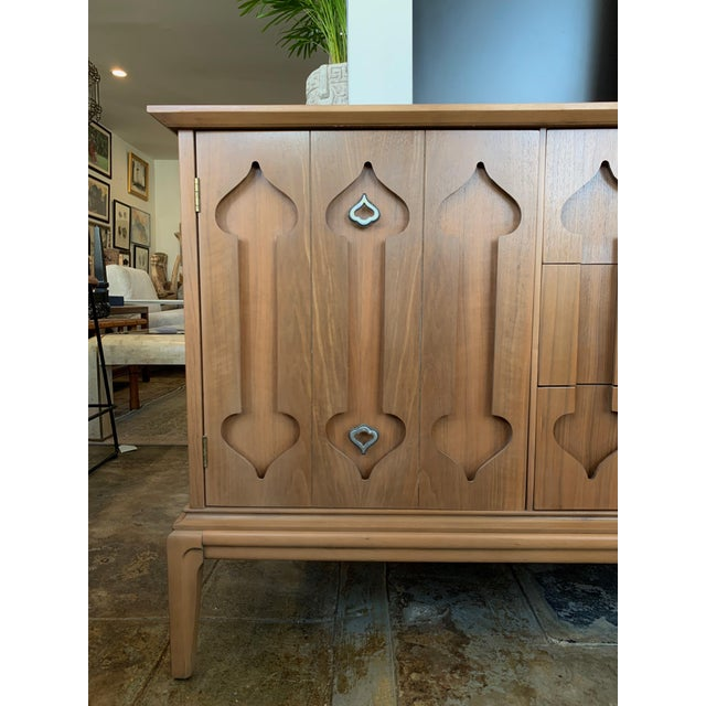 """Mid-Century Modern low walnut Credenza cabinet carved """"Spade"""" front. Sleek sculptural form, circa mid-20th century. 2 Pull..."""