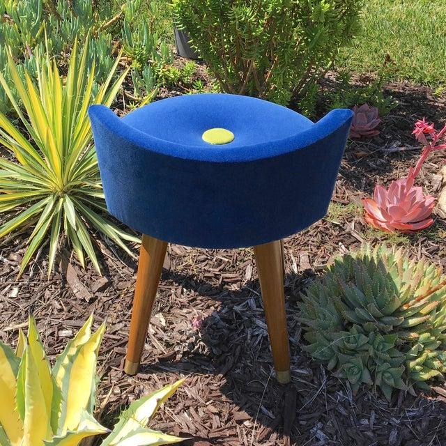 Mid-Century Modern Swivel Blue Velvet Vanity Chair For Sale In Los Angeles - Image 6 of 9