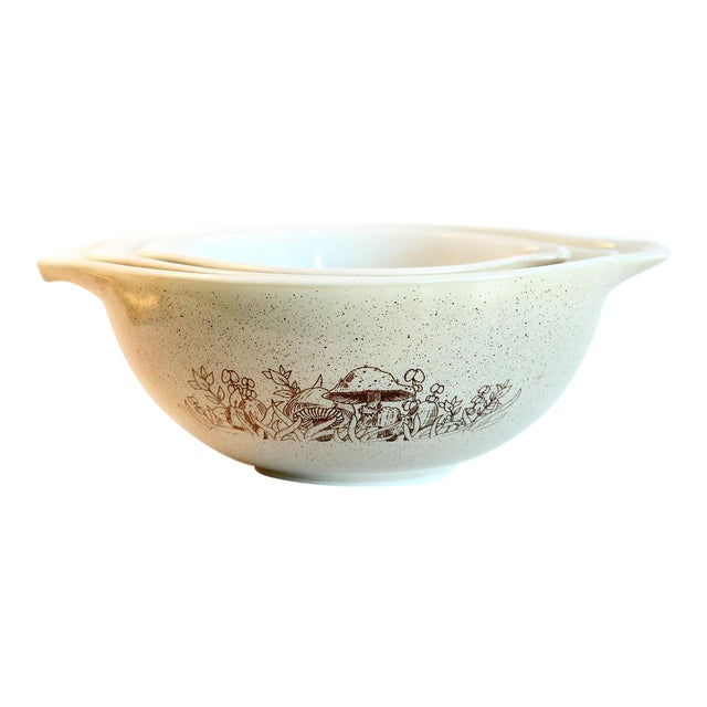 Pyrex Nesting Mixing Bowls - Set of 3 For Sale