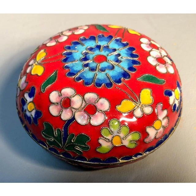1960s Chinese Cloisonne Enameled Round Box For Sale In Providence - Image 6 of 6