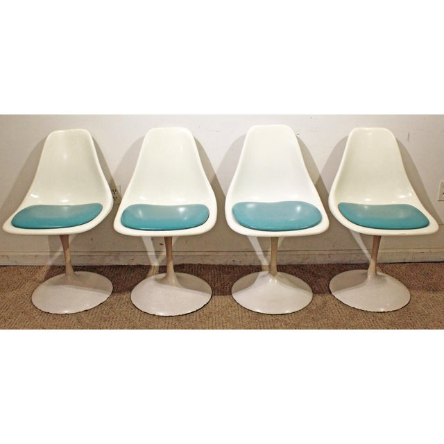 1960s Mid-Century Modern Eero Saarinen-Style Tulip Dining Set 4 Chairs & Table For Sale - Image 5 of 11