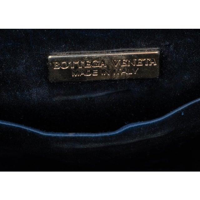 1980s Vintage Bottega Veneta Colorful Ribbon Gold Shell Crossbody Bag For Sale - Image 5 of 6