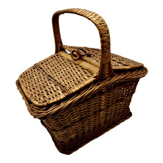 Vintage Wicker Picnic Basket