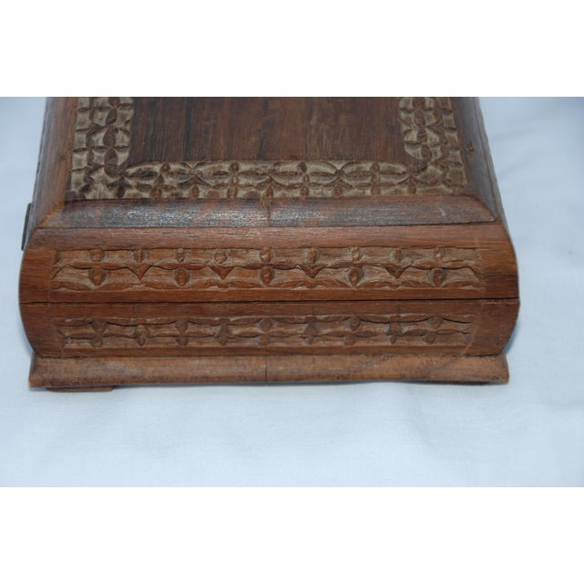 Vintage Carved Wooden Footed Jewelry Box For Sale In New Orleans - Image 6 of 10