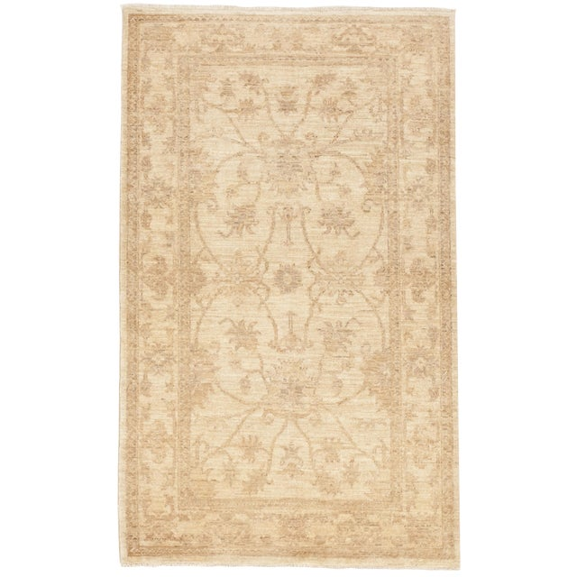 "Pakistan Neutral Floral Pattern Rug - 2'10""x 4'5"" For Sale"