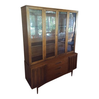 Broyhill Sculptra China Cabinet