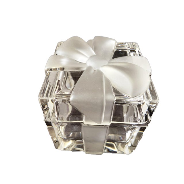 """3 3/4"""" Tiffany & Co. Ribbon & Bow Crystal Trinket Box For Sale - Image 9 of 9"""