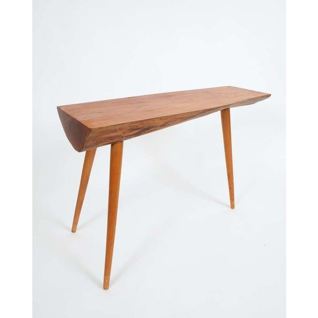 Mid-Century Modern Walnut Wood End Table in the Style of George Nakashima, 1950 For Sale - Image 3 of 9