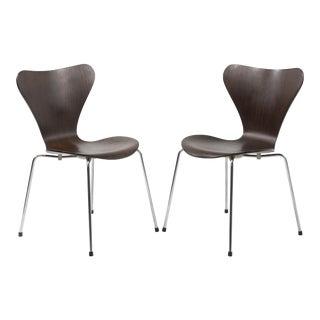 Vintage Mid-Century Arne Jacobsen Fritz Hansen Series 7 Seven Chairs- a Pair For Sale
