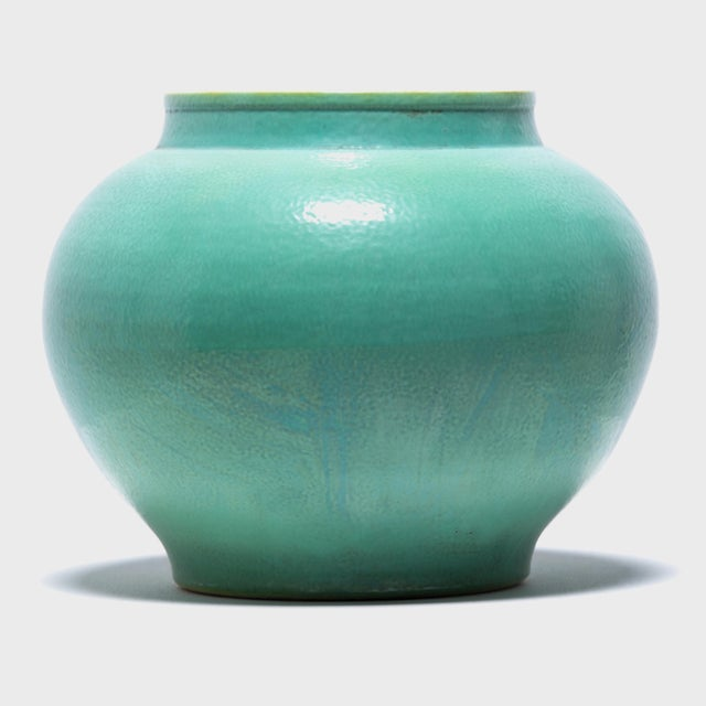 Simple and refined, this contemporary onion-shaped jar showcases its beautiful glaze the color of rich jade.