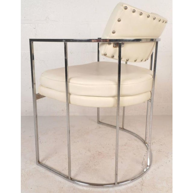 Mid-Century Modern Set of Mid-Century Modern Dining Chairs in the Style of Milo Baughman For Sale - Image 3 of 11