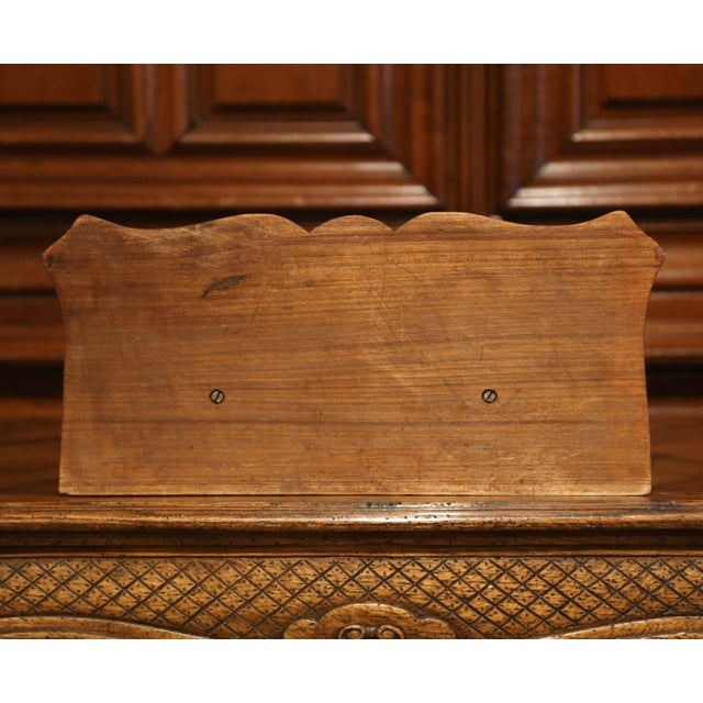 Mid-19th Century French Louis XIV Carved Walnut Wall Bracket With Shell Motif For Sale - Image 10 of 13