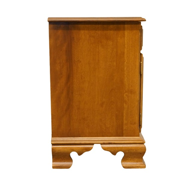 """20th Century Early American Ethan Allen Heirloom Nutmeg Maple 22"""" Cabinet Nightstand For Sale - Image 12 of 13"""