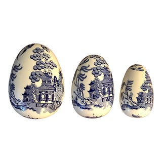 1970s Coalport Porcelain Blue and White Nesting Egg Trinket Boxes - Set of 3 For Sale