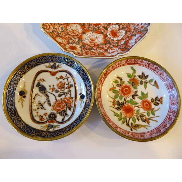 Asian Vintage Chinoiserie Hand Painted Japan/Hong Kong Plates - Set of 3 For Sale - Image 3 of 10