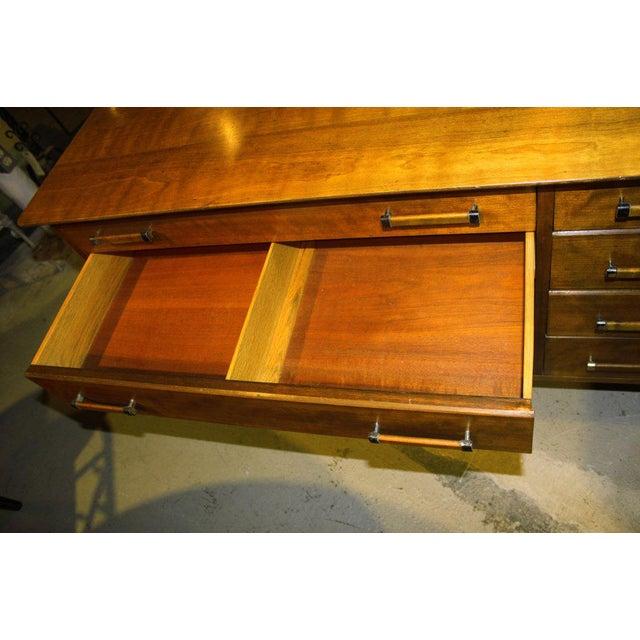 Cherry Wood 1950s Mid-Century Modern Renzo Rutili for John Stuart Cherrywood Dresser For Sale - Image 7 of 11