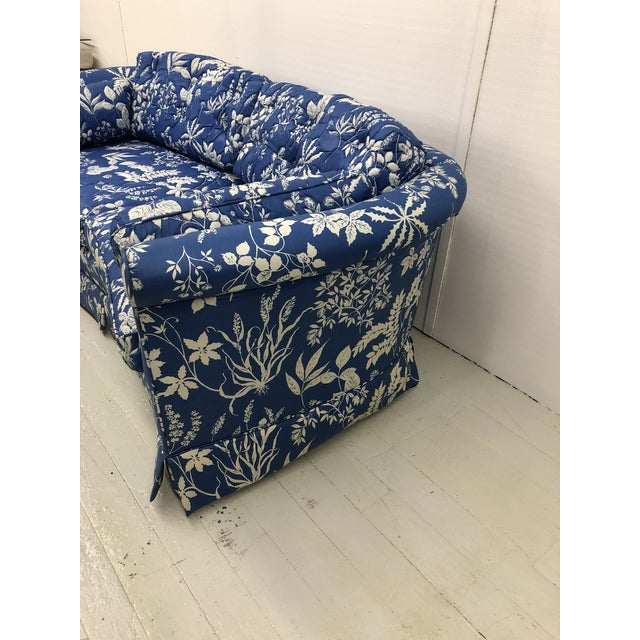 Asian 1970s Ethan Allen Hollywood Regency Chinoiserie Blue & White Floral Crescent Loveseat Sofa For Sale - Image 3 of 13