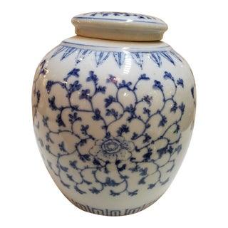 Chinese Blue and White Covered Ginger Jar For Sale