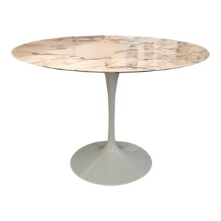 Knoll Saarinen Round Marble Top Dining Table For Sale