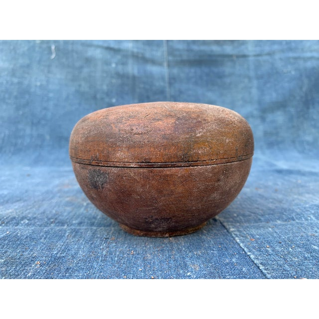 Asian Antique Asian Geisha Box With Eye For Sale - Image 3 of 10