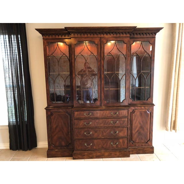 Traditional Lloyd Buxton Thomas Mahogany Breakfront China Cabinet For Sale - Image 3 of 13