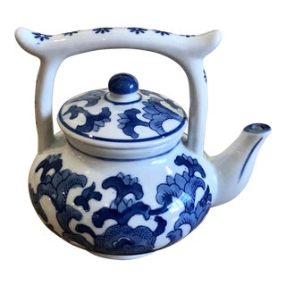 Mid Century Vintage Chinoiserie Blue and White CEramic Teapot For Sale