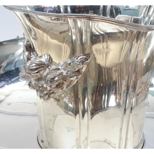 Large English Sheffield Silver Plated Champagne Cooler With Ice Bucket For Sale In New York - Image 6 of 13