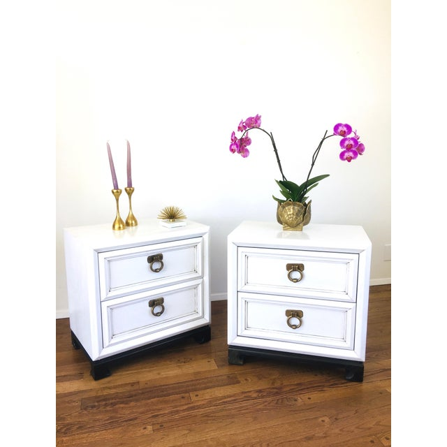 Vintage Hollywood Regency White Mid Century Nightstands or Side Tables, Pair For Sale - Image 4 of 12