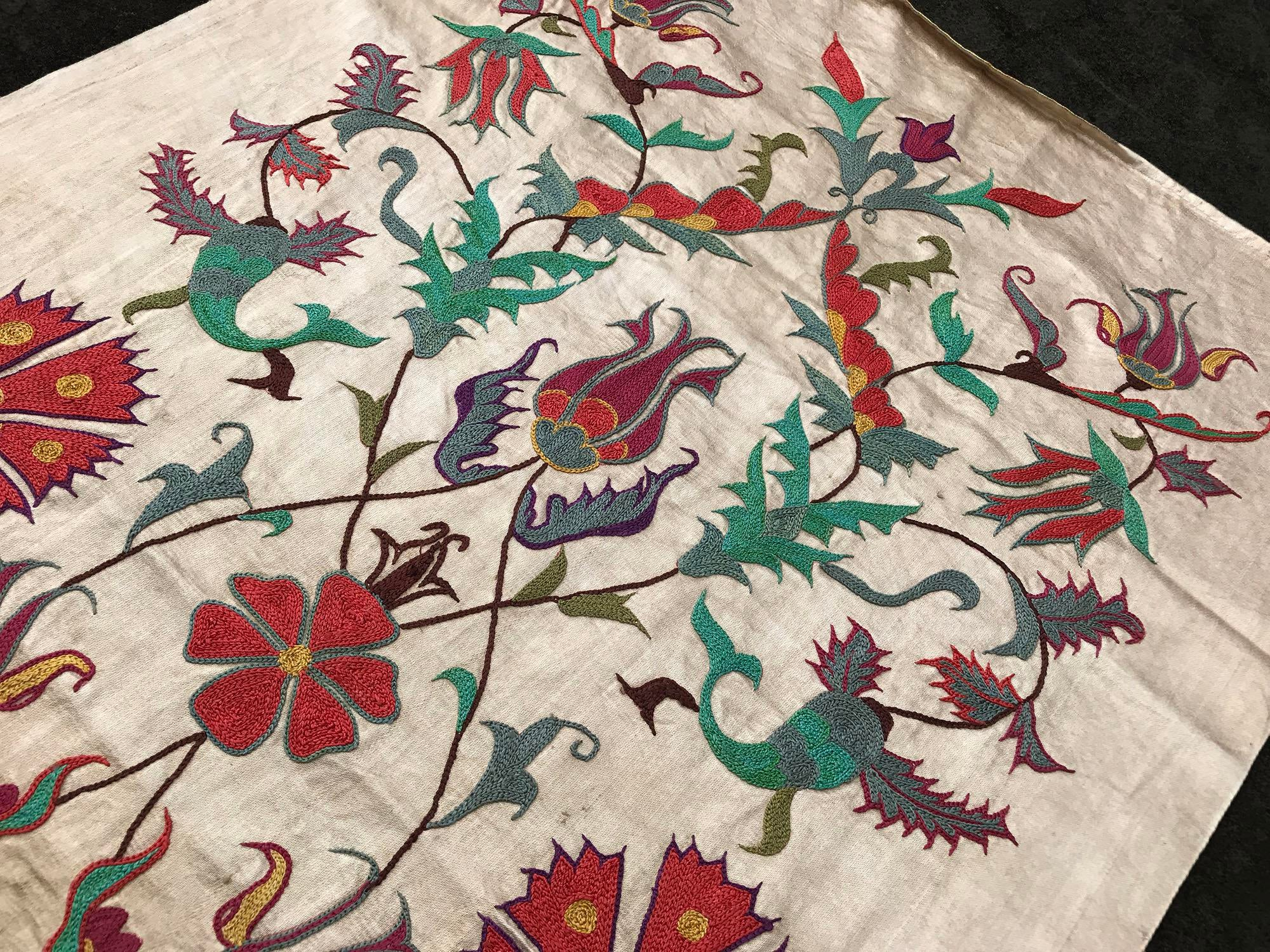 Delicieux Clove Patterns Pure Silk Suzani Runner Handmade Suzani Tablecloth For Sale    Image 4 Of 6