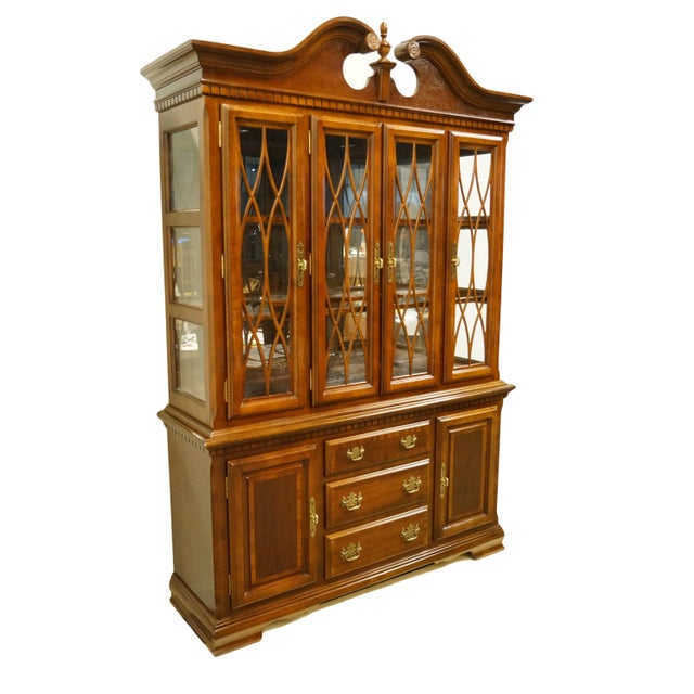 Chippendale 1990s Chippendale Universal Furniture Illuminated Display China Cabinet For Sale - Image 3 of 13