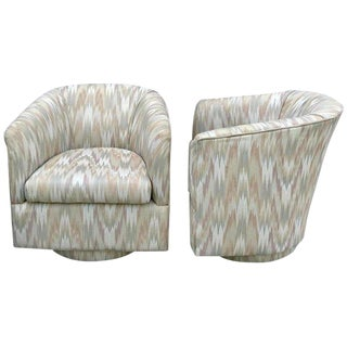 Pair of Midcentury Upholstered Swivel Chairs, in the Style of Milo Baughman For Sale