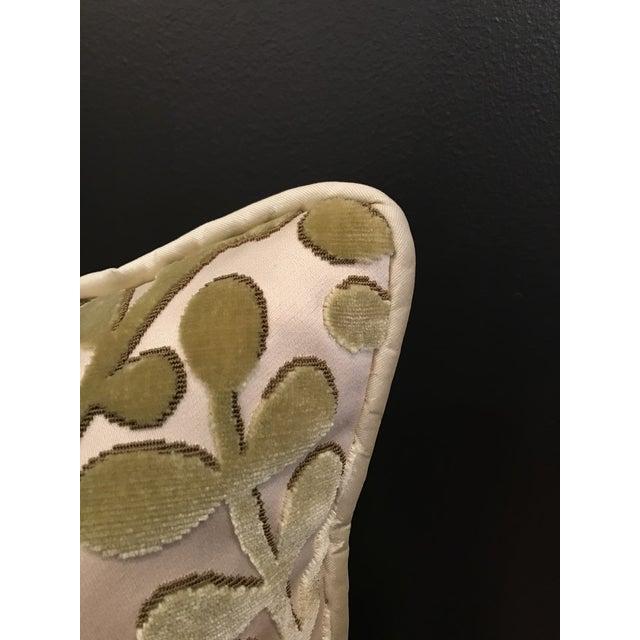 Transitional Transitional Beacon Hill Summer Sonata Peridot Silk Velvet Epingle Pillow For Sale - Image 3 of 7