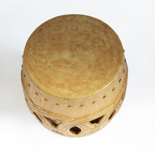 Classic tan/sand colored ceramic rope garden stool. This beautiful piece is great for use indoors or outdoors.