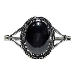 1980s Navajo Sterling and Onyx Bracelet For Sale