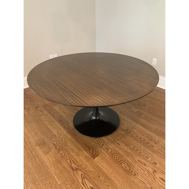"Metal Mid Century Modern Eero Saarinen Walnut Top Tulip Dining Table - 54"" For Sale - Image 7 of 12"