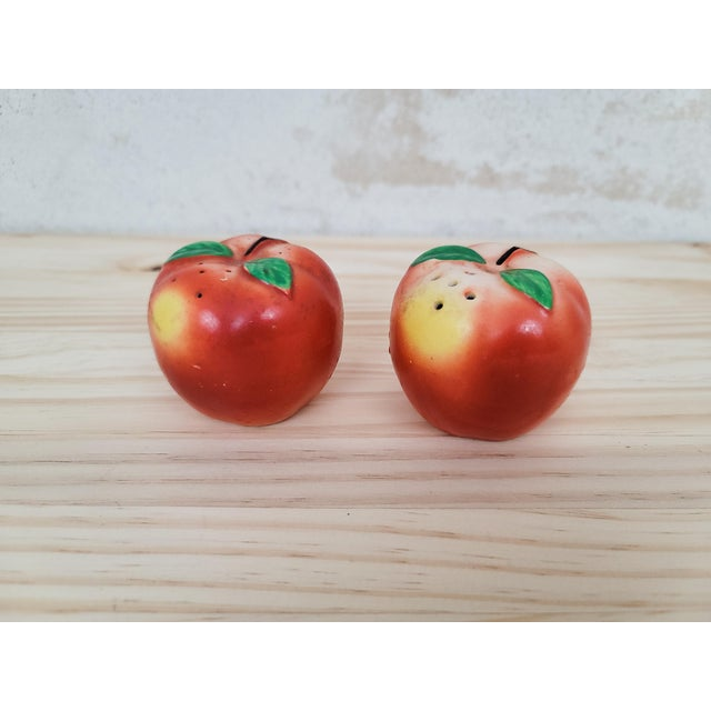1960s Mid-Century Peach Salt & Pepper Set- a Pair For Sale - Image 5 of 5