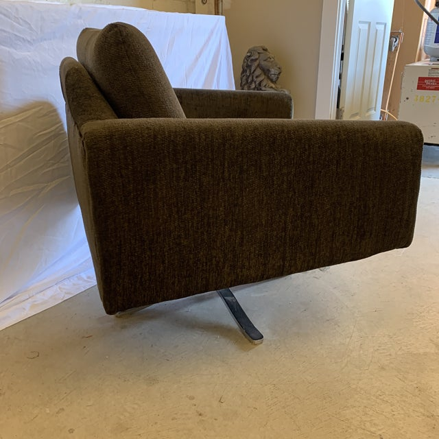 Mid-Century Modern Mid Century Chrome Base Swivel Lounge Chair For Sale - Image 3 of 12